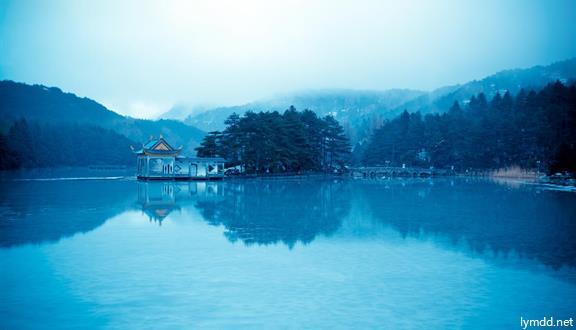 江西庐山风景名胜区+三叠泉+锦绣谷+庐山植物园7日6晚跟团游