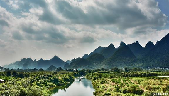 桂林+四星船大漓江+银子岩+遇龙河+古东瀑布+双卧5天4晚跟团游