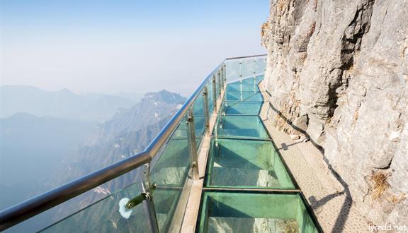 湖南長沙、韶山、張家界、黃龍洞、世界第一玻璃橋、大峽谷、墨戎苗寨、鳳凰古城5日4晚跟團游